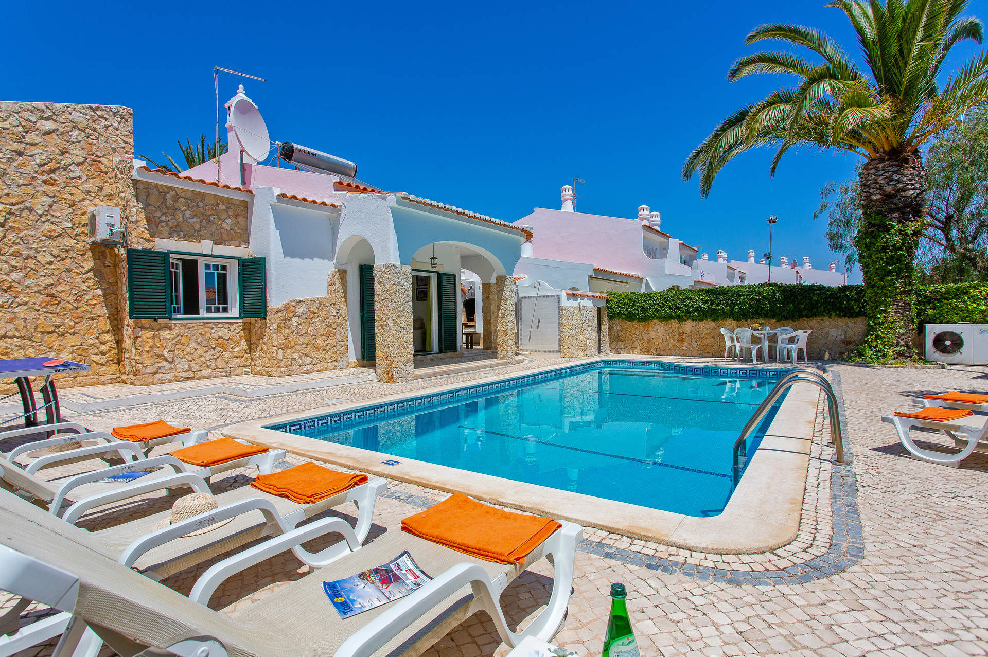 Villa Mateus Lopo, Praia D'Oura, Algarve, Portugal