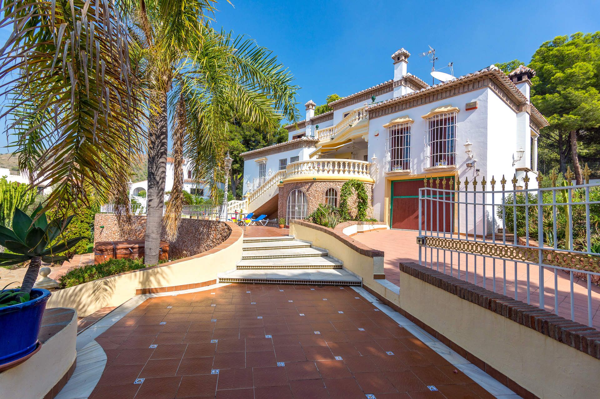 Villa Ubica In Nerja Andalucia Villa Plus