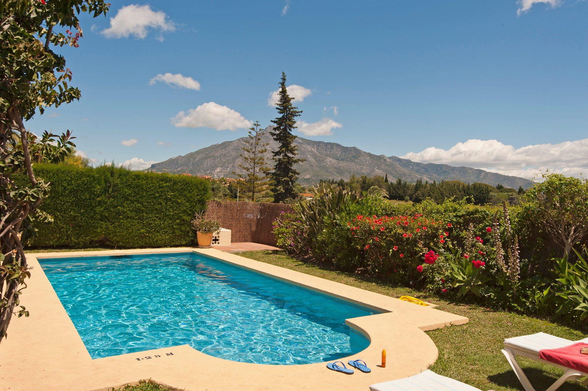 Villa soledad in puerto banus costa del sol villa plus for Puerto banus costa del sol